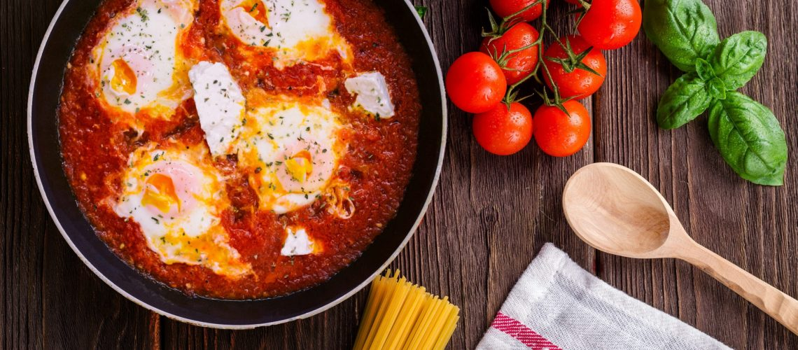 black-frying-pan-with-spaghetti-sauce-near-brown-wooden-691114